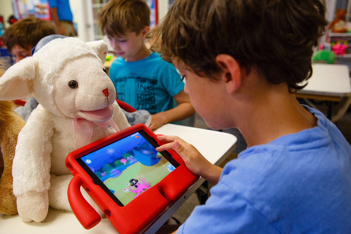 speech therapy app with Bluebee Pals